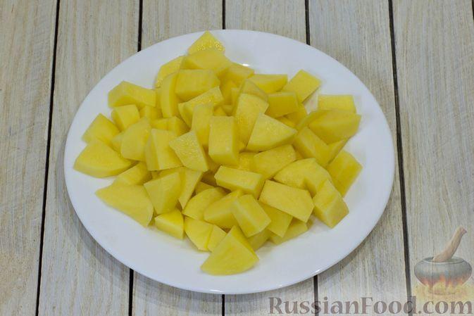 Фото приготовления рецепта: Грибной суп с фасолью и плавленым сыром - шаг №6