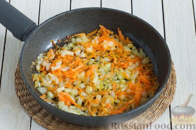 Фото приготовления рецепта: Суп с шампиньонами и вермишелью - шаг №6
