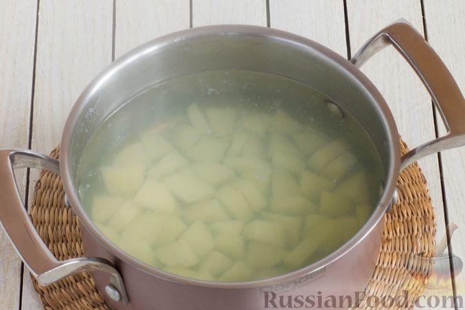 Фото приготовления рецепта: Суп с шампиньонами и вермишелью - шаг №3