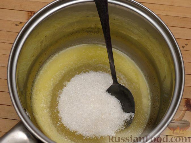 Фото приготовления рецепта: Ореховый пирог-перевёртыш с айвой - шаг №4