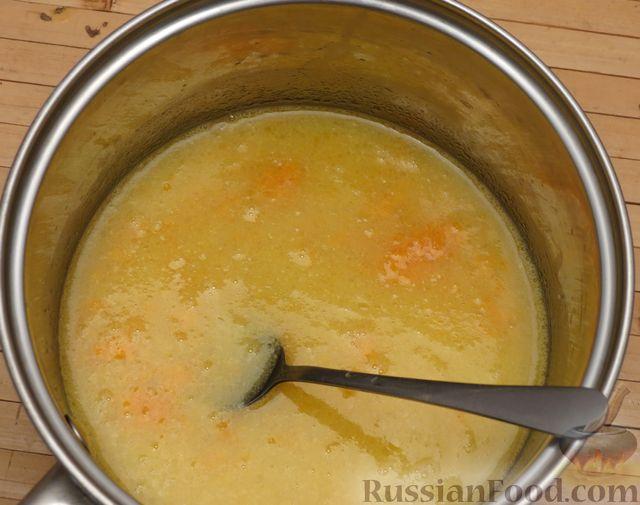 Фото приготовления рецепта: Ореховый пирог-перевёртыш с айвой - шаг №5
