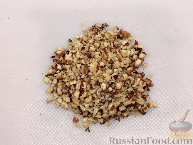 Фото приготовления рецепта: Ореховый пирог-перевёртыш с айвой - шаг №8