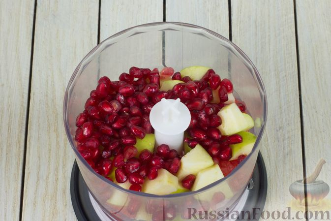 Фото приготовления рецепта: Смузи из яблока, грейпфрута и граната - шаг №5
