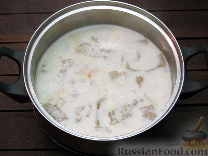 Фото приготовления рецепта: Рыбный суп со сливками - шаг №12
