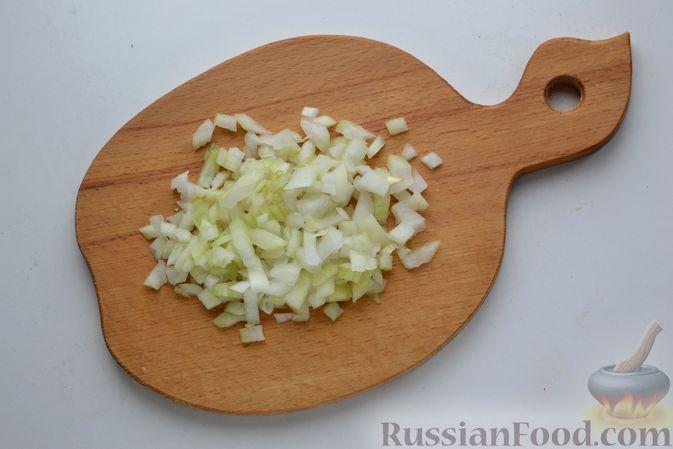 Фото приготовления рецепта: Борщ с курицей и квашеной капустой - шаг №3