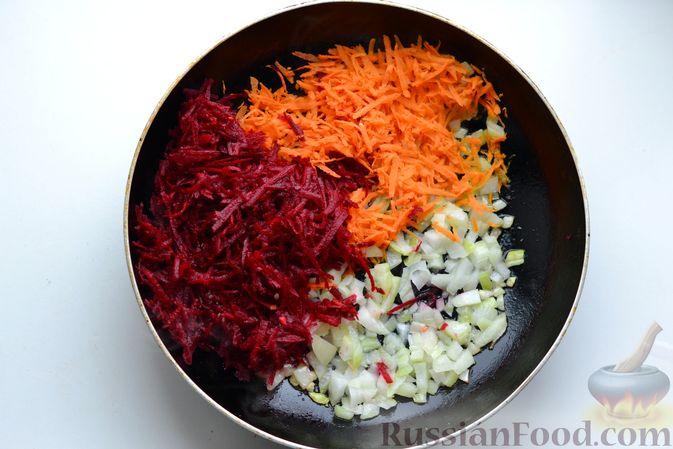 Фото приготовления рецепта: Борщ с курицей и квашеной капустой - шаг №6