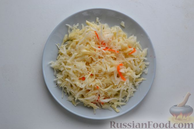 Фото приготовления рецепта: Борщ с курицей и квашеной капустой - шаг №9