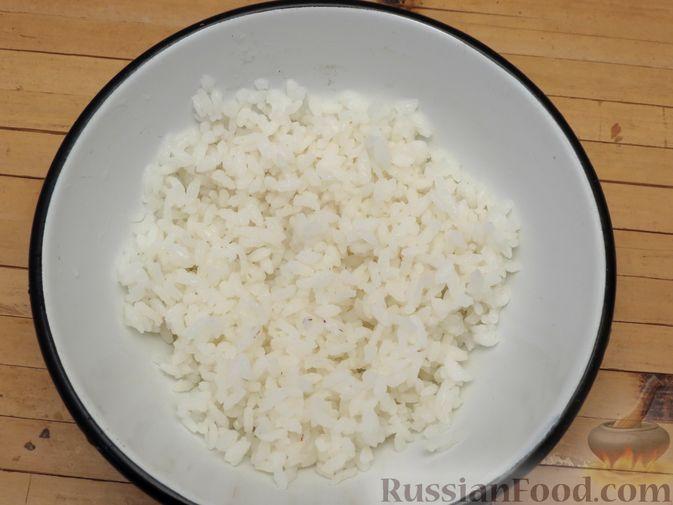 Фото приготовления рецепта: Пирожки-трубочки из вытяжного теста, с мясной и яично-рисовой начинками - шаг №12