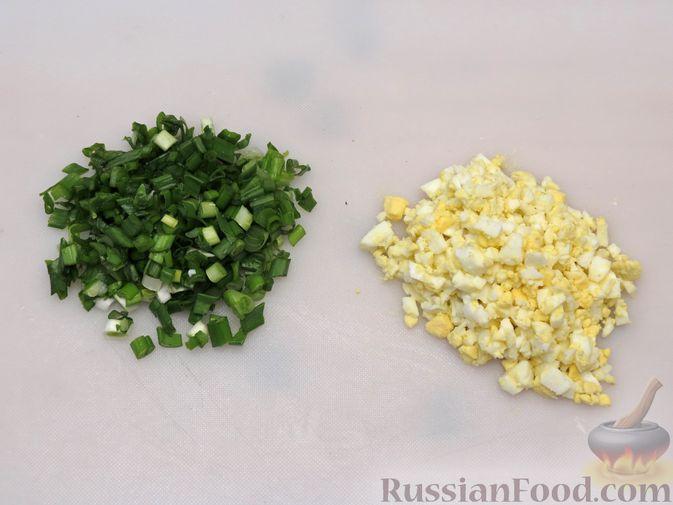 Фото приготовления рецепта: Пирожки-трубочки из вытяжного теста, с мясной и яично-рисовой начинками - шаг №9