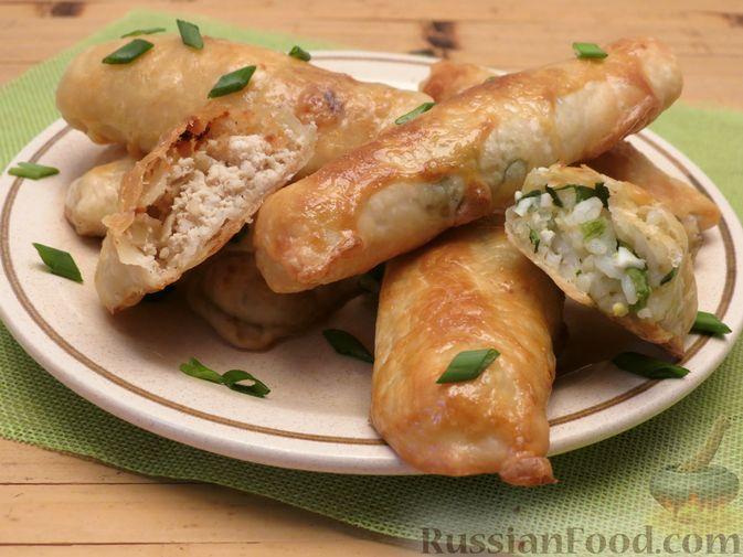 Фото приготовления рецепта: Пирожки-трубочки из вытяжного теста, с мясной и яично-рисовой начинками - шаг №18