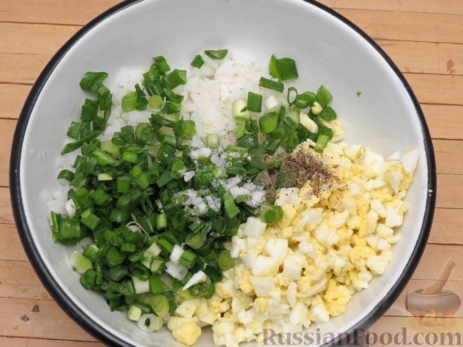 Фото приготовления рецепта: Пирожки-трубочки из вытяжного теста, с мясной и яично-рисовой начинками - шаг №13