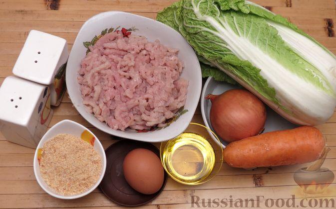 Фото приготовления рецепта: Котлеты из индейки с пекинской капустой и морковью - шаг №1