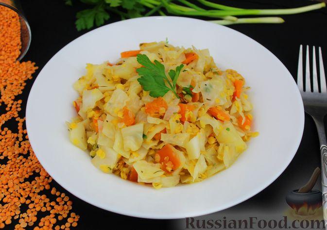 Фото приготовления рецепта: Капуста, тушенная с чечевицей (на сковороде) - шаг №11