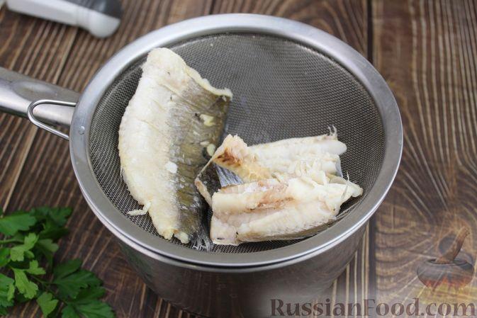 Фото приготовления рецепта: Омлет с рыбой - шаг №2