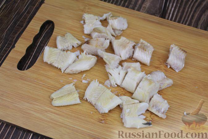 Фото приготовления рецепта: Омлет с рыбой - шаг №6