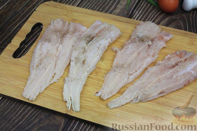 Фото приготовления рецепта: Рыбные котлеты с картофелем, сыром и зеленью - шаг №3
