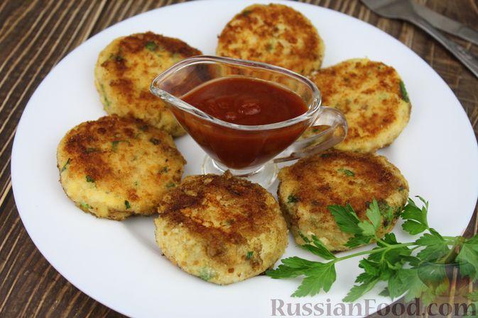 Фото приготовления рецепта: Рыбные котлеты с картофелем, сыром и зеленью - шаг №17