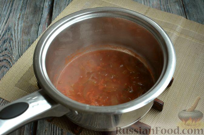 Фото приготовления рецепта: Солянка с колбасой и черносливом - шаг №10