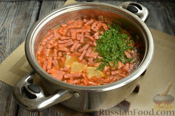 Фото приготовления рецепта: Солянка с колбасой и черносливом - шаг №12