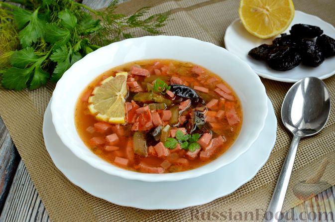 Фото приготовления рецепта: Солянка с колбасой и черносливом - шаг №15