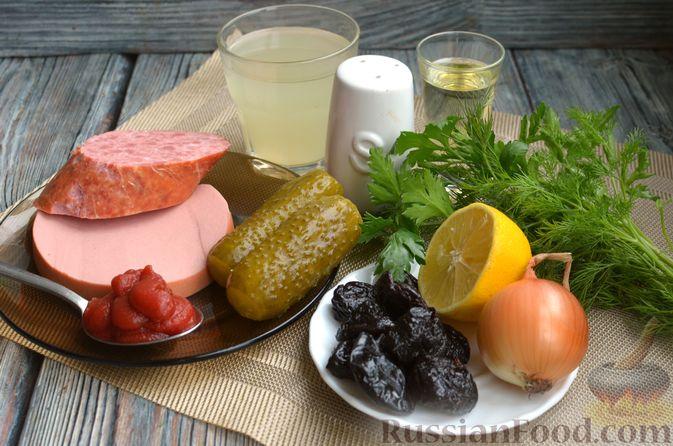 Фото приготовления рецепта: Солянка с колбасой и черносливом - шаг №1