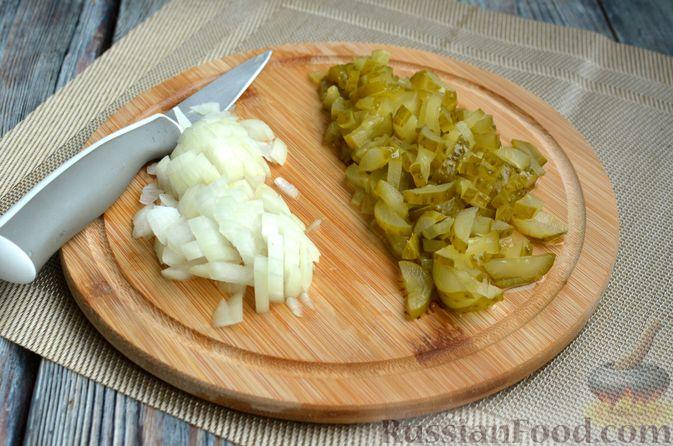 Фото приготовления рецепта: Солянка с колбасой и черносливом - шаг №2