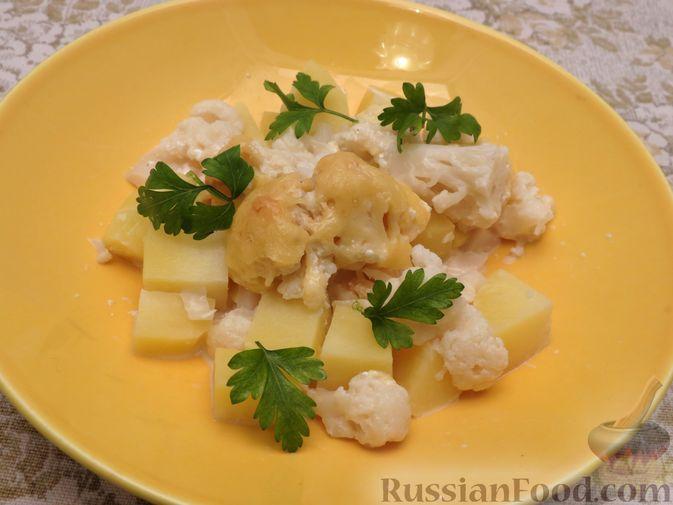 Фото к рецепту: Картошка, запечённая с цветной капустой, сливками и сыром