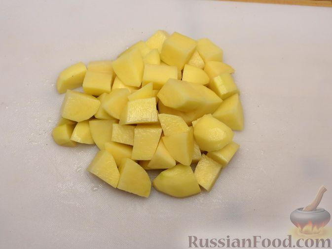 Фото приготовления рецепта: Картошка, запечённая с цветной капустой, сливками и сыром - шаг №2