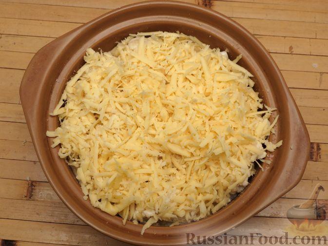 Фото приготовления рецепта: Картошка, запечённая с цветной капустой, сливками и сыром - шаг №7
