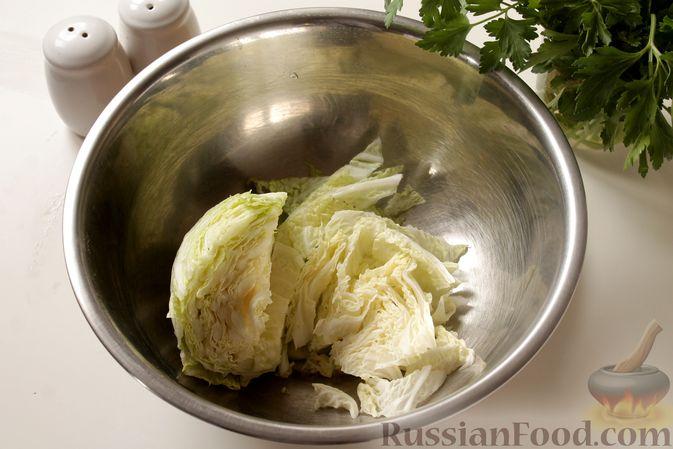 Фото приготовления рецепта: Котлеты из мясного фарша с пекинской капустой, картофелем и тыквой - шаг №2
