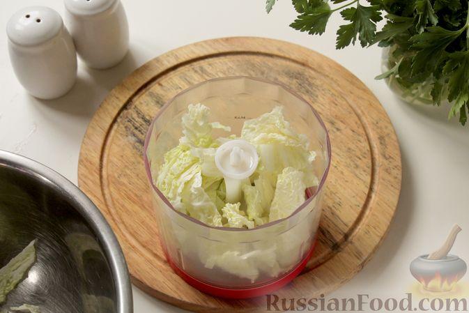 Фото приготовления рецепта: Котлеты из мясного фарша с пекинской капустой, картофелем и тыквой - шаг №3