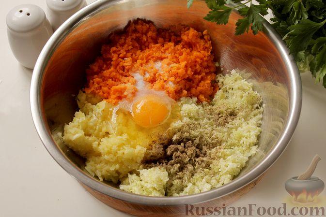Фото приготовления рецепта: Котлеты из мясного фарша с пекинской капустой, картофелем и тыквой - шаг №9