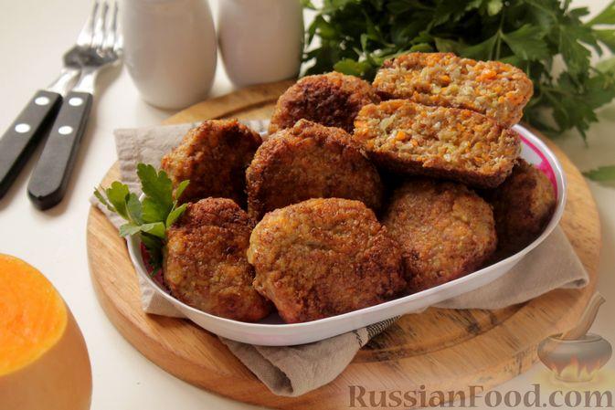 Фото приготовления рецепта: Котлеты из мясного фарша с пекинской капустой, картофелем и тыквой - шаг №14