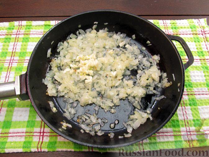 Фото приготовления рецепта: Щи из квашеной капусты с ребрышками и грудинкой - шаг №9