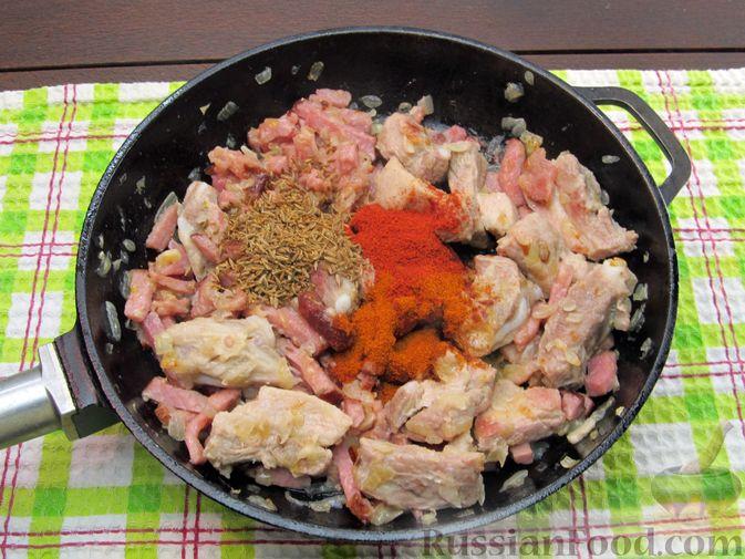 Фото приготовления рецепта: Щи из квашеной капусты с ребрышками и грудинкой - шаг №13