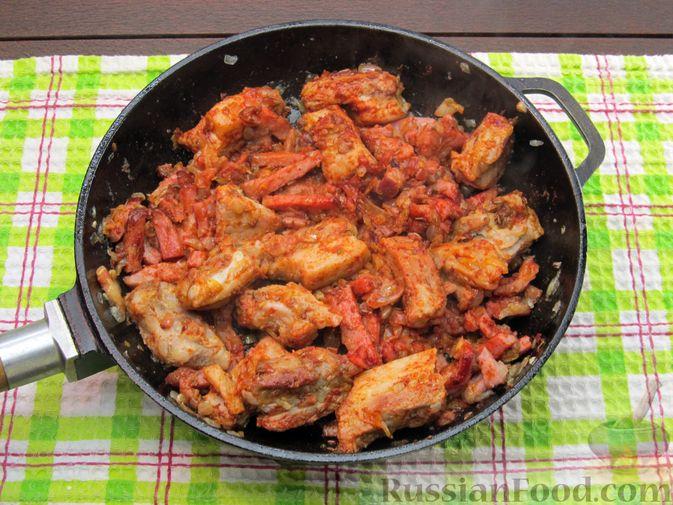 Фото приготовления рецепта: Щи из квашеной капусты с ребрышками и грудинкой - шаг №14