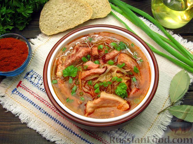 Фото к рецепту: Щи из квашеной капусты с ребрышками и грудинкой