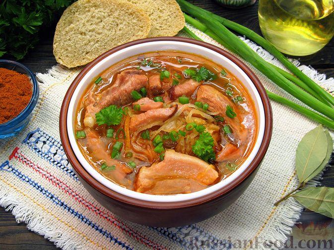 Фото приготовления рецепта: Щи из квашеной капусты с ребрышками и грудинкой - шаг №18