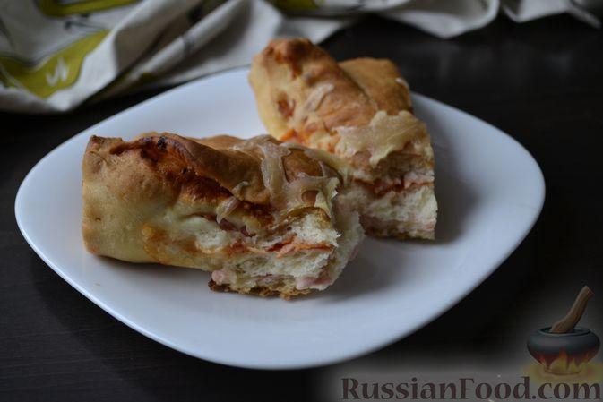 Фото приготовления рецепта: Дрожжевой пирог на кефире, с колбасой и сыром - шаг №19