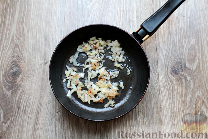 Фото приготовления рецепта: Омлет с пекинской капустой - шаг №2