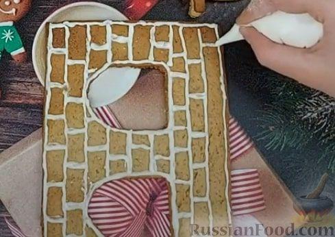 Фото приготовления рецепта: Пряничный домик - шаг №10