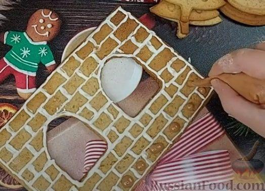 Фото приготовления рецепта: Пряничный домик - шаг №11