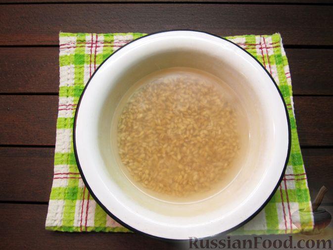 Фото приготовления рецепта: Суп перловкой, фрикадельками и солеными огурцами - шаг №2