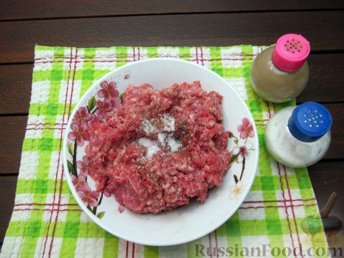 Фото приготовления рецепта: Суп перловкой, фрикадельками и солеными огурцами - шаг №7