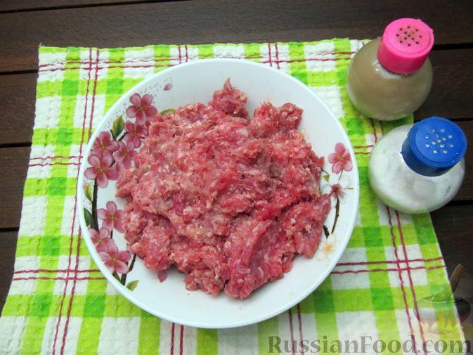 Фото приготовления рецепта: Суп перловкой, фрикадельками и солеными огурцами - шаг №8