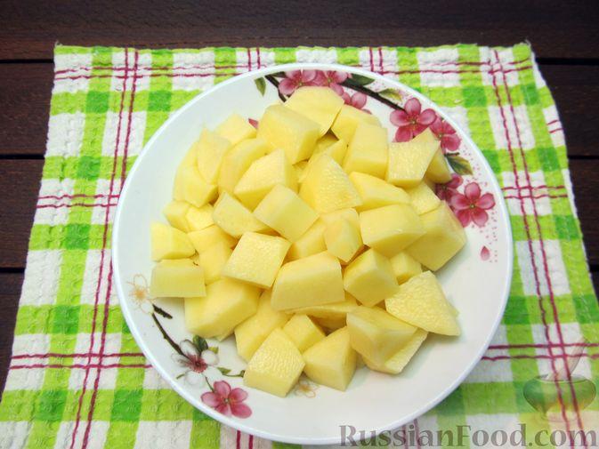 Фото приготовления рецепта: Суп перловкой, фрикадельками и солеными огурцами - шаг №10