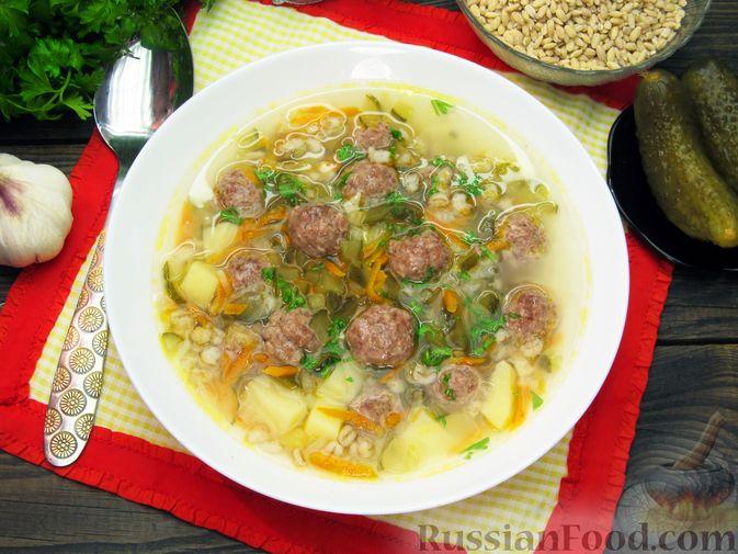 Фото приготовления рецепта: Суп перловкой, фрикадельками и солеными огурцами - шаг №20