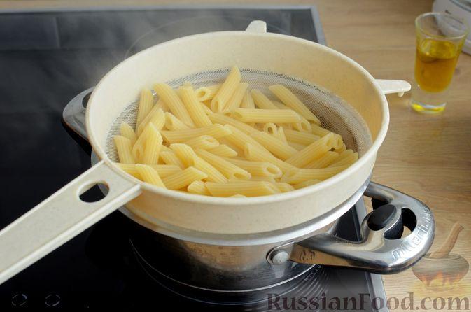 Фото приготовления рецепта: Цветная капуста, запечённая с макаронами и сыром - шаг №6