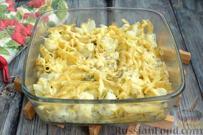 Фото приготовления рецепта: Цветная капуста, запечённая с макаронами и сыром - шаг №11