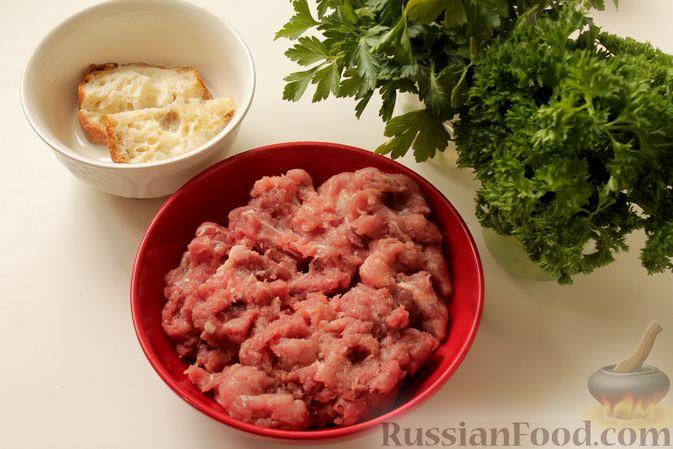 Фото приготовления рецепта: Мясные тефтели в томатно-грибном соусе - шаг №2